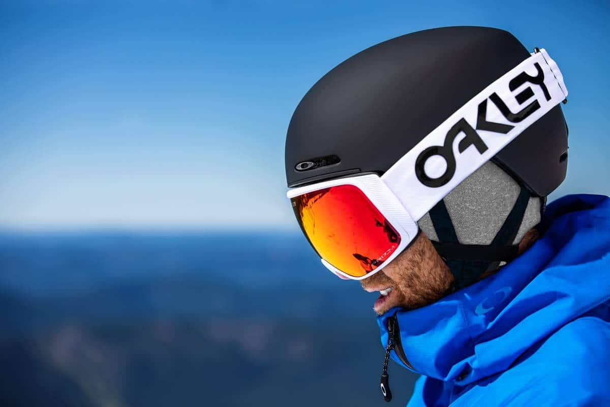Les masques de ski Oakley s'intègrent parfaitement à votre casque de ski